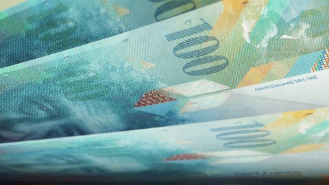Cash counting. Swiss francs (CHF) banknotes. Easy to loop. - editable clip, motion graphic, footage stock