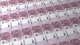 Multiple 500 Euro Banknote Background - motion graphic
