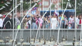 splashes of fountain water and crowd of people