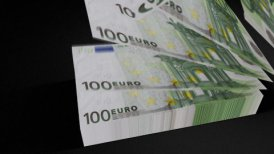 100 Euros Euros bills count 01 - motion graphic