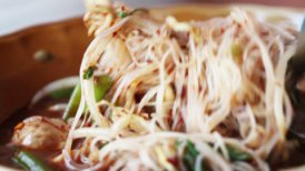 thai food noodle soup close-up - motion graphic