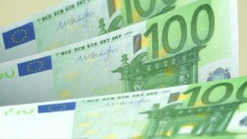 Cash counting. Euro banknotes. Easy to loop. - motion graphic