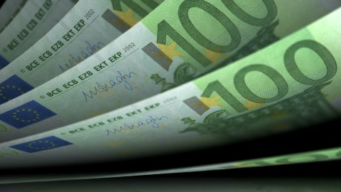 Cash counting. Euro banknotes. Easy to loop. - stock footage